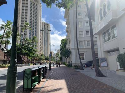 waikiki shopping street